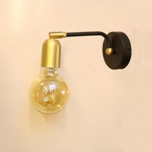 מנורת קיר מפליז בשילוב זהב ושחור, המנורה עוצבה על ידי המעצב יעקב ארז מבית רנאור עיצובי תאורה עבודת יד כחול לבן. ניתן לקבל את המנורה בכל צבע לפי דרישה.