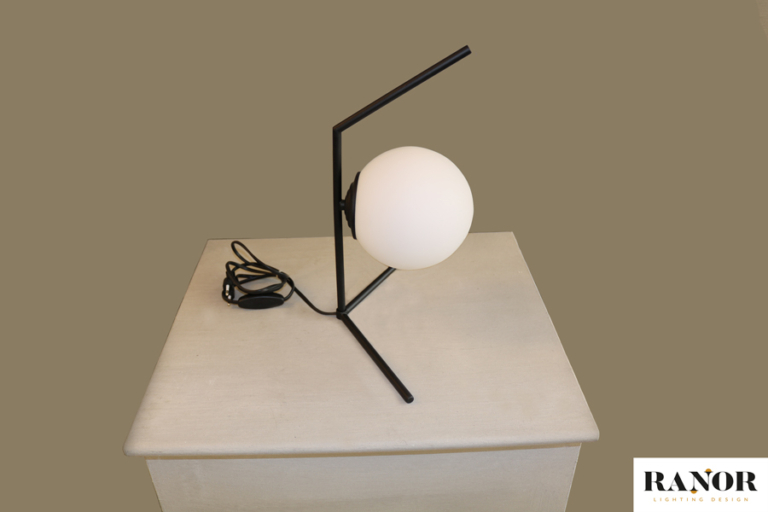 מנורת שולחן מיוחדת