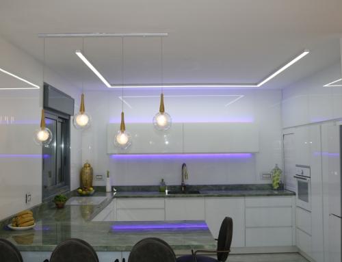 גופי תאורה למטבח